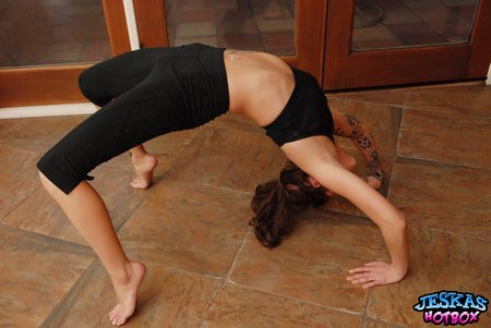 jeskas-hot-box-stretching-yoga-1